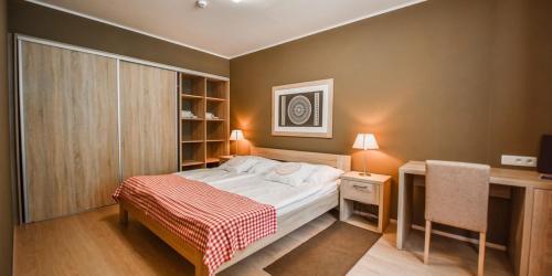 room-3019641 1280